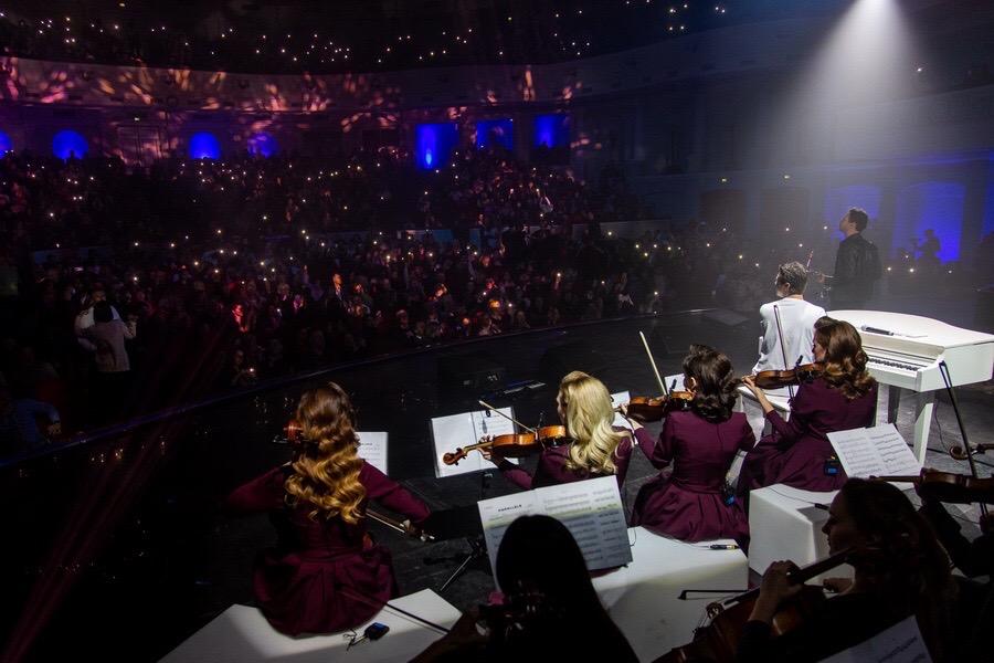Концертный зал в огнях. Концерт пианиста Евгения Хмары