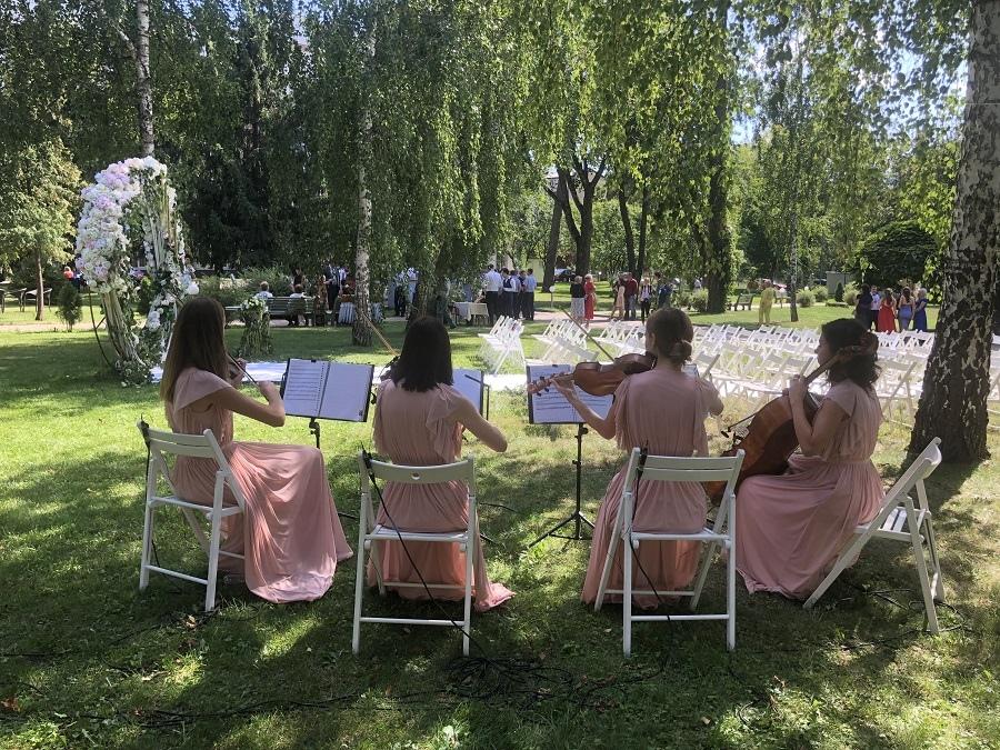 Выездная церемония в парке